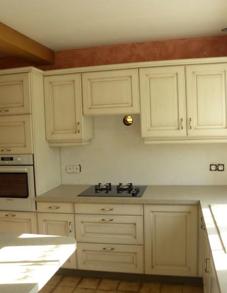 cuisine contemporaine blanc cass patine chocolat verni. Black Bedroom Furniture Sets. Home Design Ideas