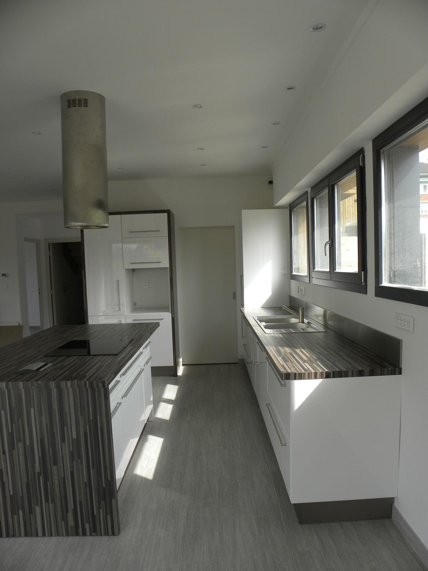 cuisine moderne laque blanc maison moderne. Black Bedroom Furniture Sets. Home Design Ideas