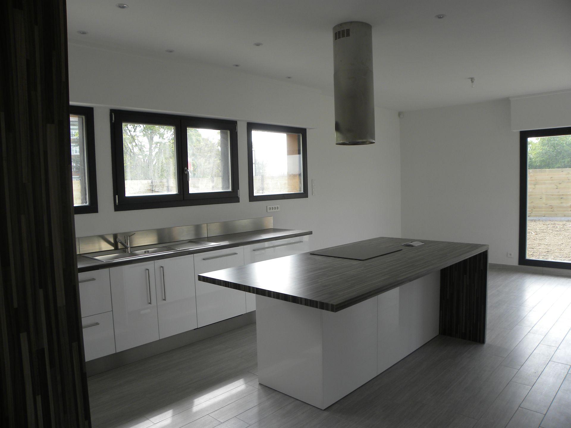 cuisine moderne laqu e blanc brillant gilles martel. Black Bedroom Furniture Sets. Home Design Ideas