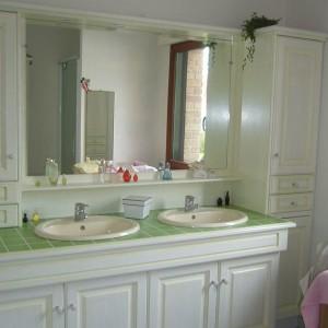 salle de bains blanc-vert