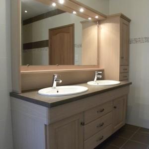 salle de bains contemporaine chêne naturel verni mat