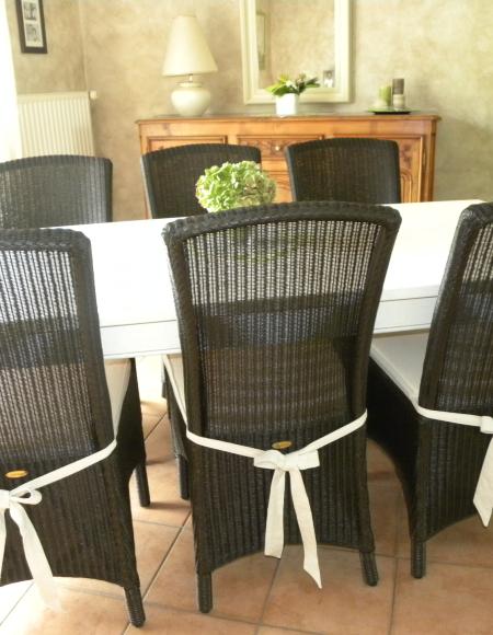 table salle manger blanche gilles martel. Black Bedroom Furniture Sets. Home Design Ideas