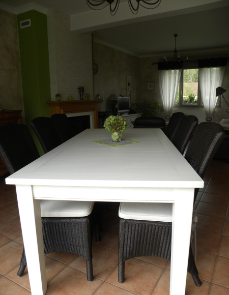 Table salle manger blanche gilles martel for Salle a manger blanche