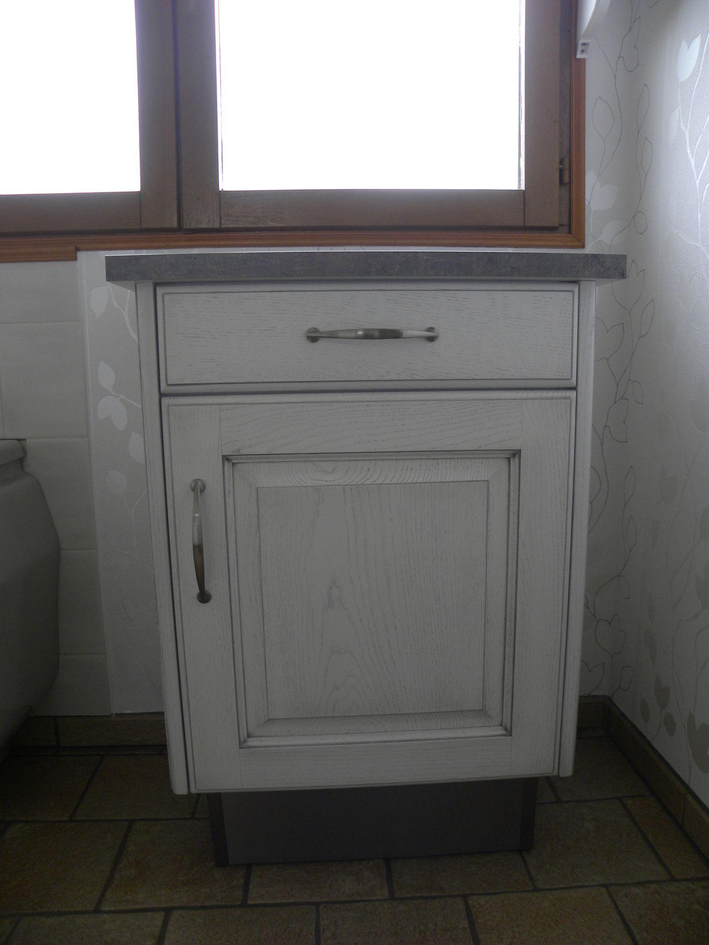 Salle de bains patine grise gilles martel for Colonne salle de bain grise laquee