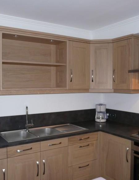 cuisine chene moderne image cuisine chne sabl et noir atdeco with cuisine chene moderne simple. Black Bedroom Furniture Sets. Home Design Ideas